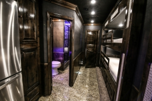 2 bath motorcoach living quarters 002