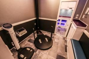 custom fitness trailer interior 020