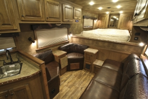 double corner chair trailer living quarters 001