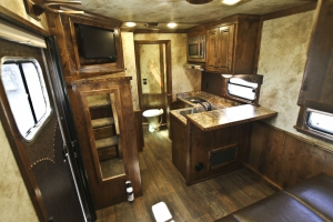 gallop-chocolate-seco-sand-trailer-living-quarters_010