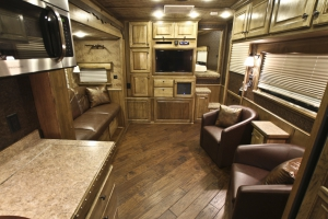 hickory gallop trailer living quarters 001