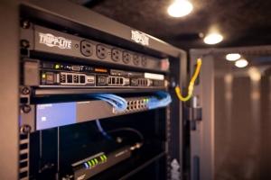 08-Mobile-Command-Center-Locking-Server-Rack