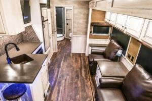 vandyck-brown-horse-trailer-03