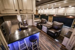 vandyck-brown-horse-trailer-10
