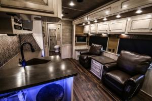 vandyck-brown-horse-trailer-13